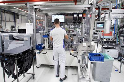 Volkswagen Navarra configura puestos de trabajo específicos para 148 personas que no pueden trabajar en las líneas de producción