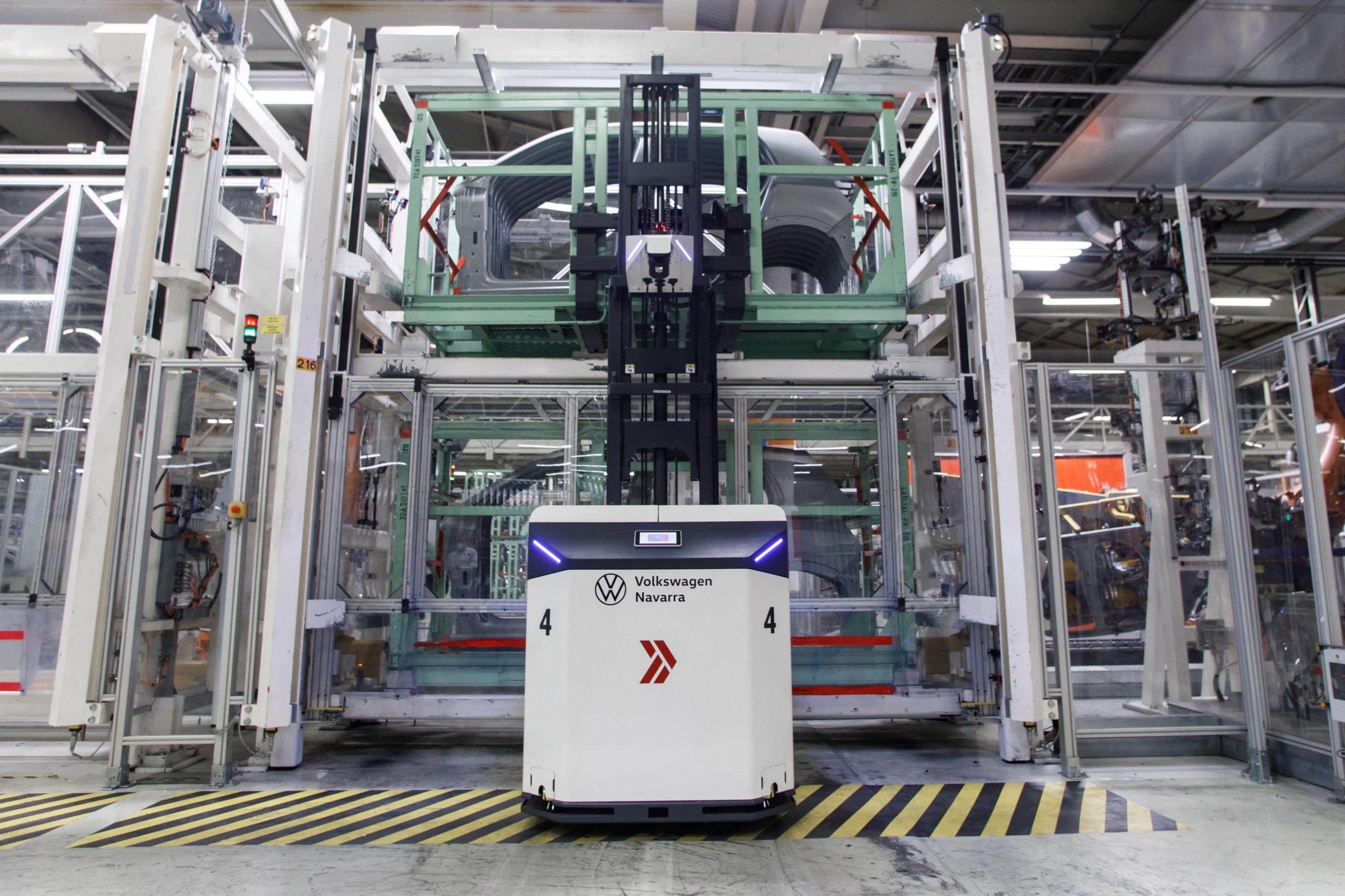 Volkswagen Navarra incorpora cuatro vehículos autónomos al taller de Chapistería 1