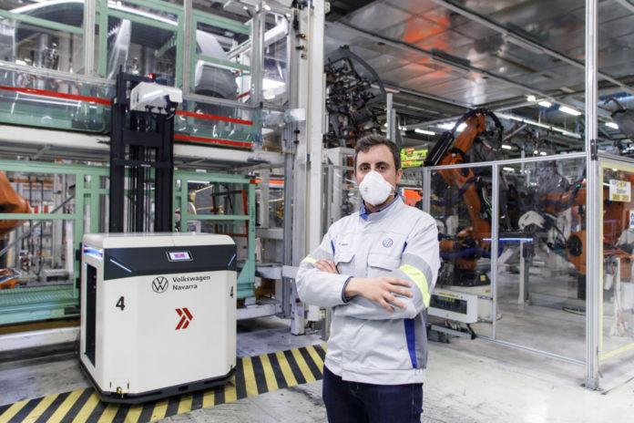 Volkswagen Navarra incorpora cuatro vehículos autónomos al taller de Chapistería