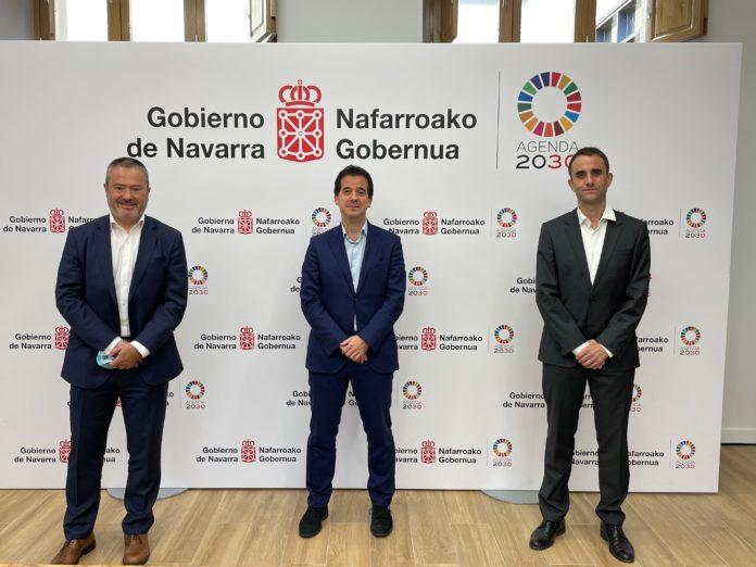 El consejero Irujo y el nuevo responsable de Enercluster apuestan por que Navarra siga siendo referente europeo en energias renovables
