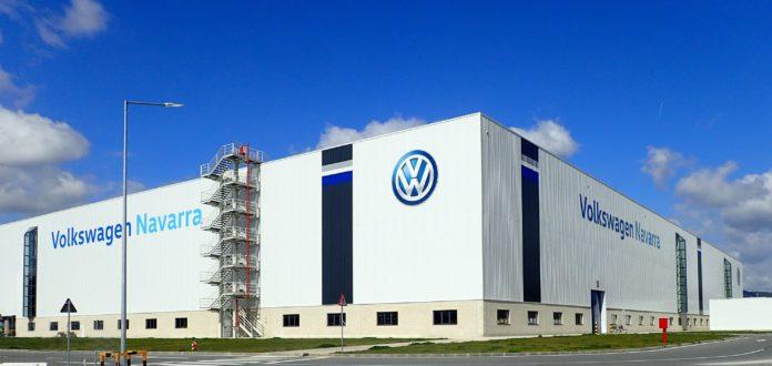 Gobierno y VW Navarra impulsan la electrificacion de la planta de Landaben 1